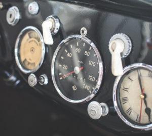 tableau de bord d'un véhicule de collection